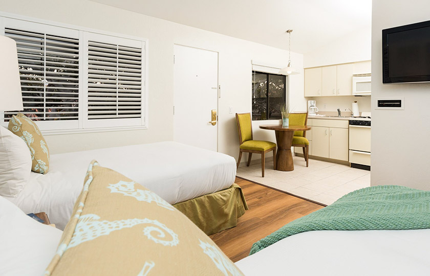 Club Guestroom With Kitchenette at La Jolla Beach And Tennis Club, California